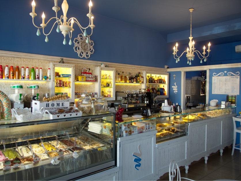 Arredamento bar su misura e allestimento negozi in puglia for Arredamento paninoteca